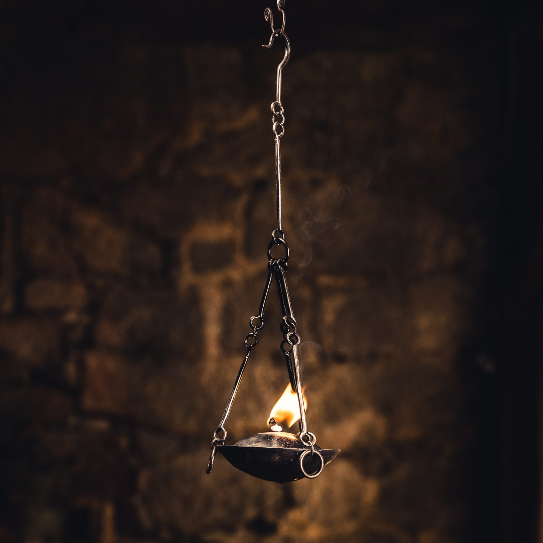 Hanging Oil Lamp with Cover