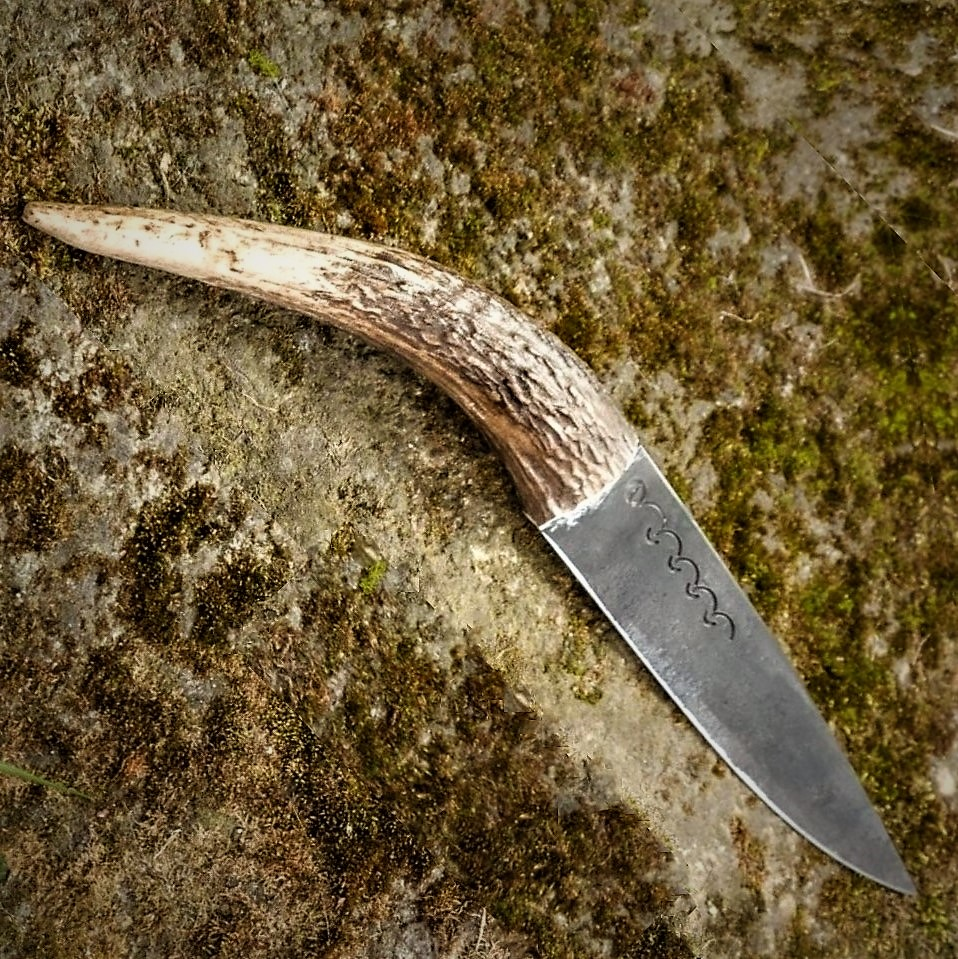 Curved Buckhorn Knife