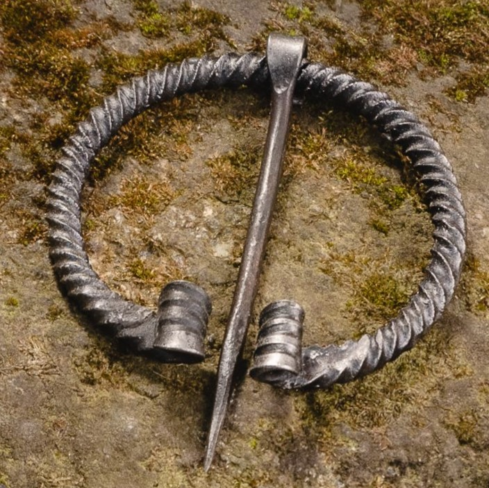 Viking Twisted Metal Pin (Fibula) III – Medium