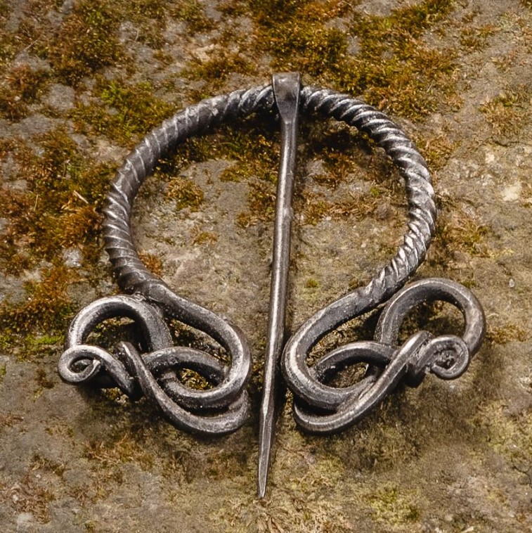 Cloak Pin with Knots (Fibula)