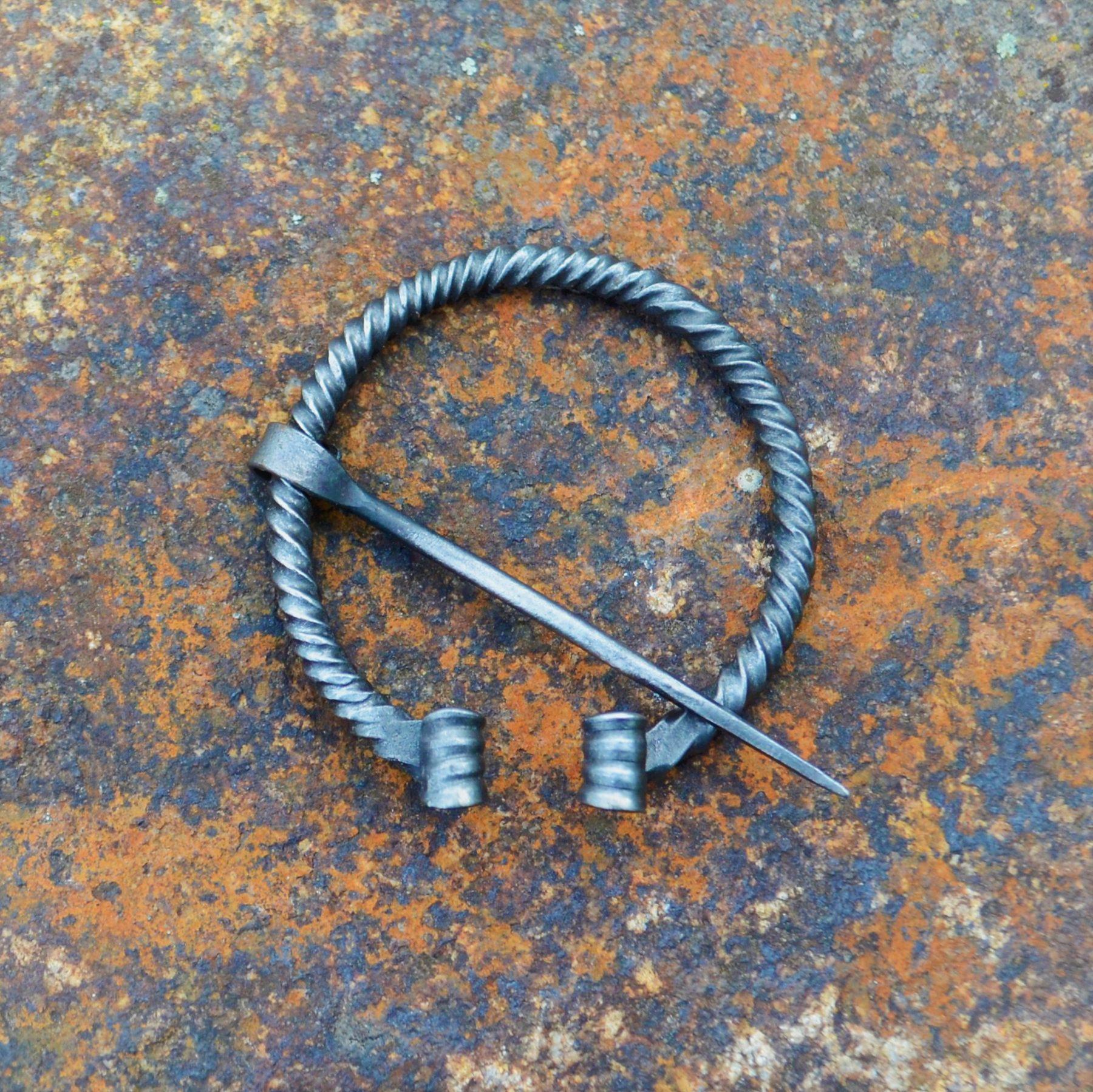 Cloak Pin (Fibula) – Viking V – Twisted – Medium